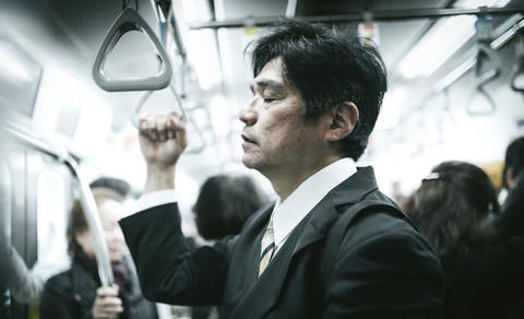 しんどい通勤電車はうんざり。通勤を楽にするアイテム紹介