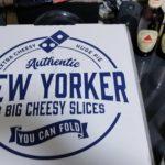 アメリカンサイズピザ「クワトロ・ニューヨーカー」は男のロマン!仲間を呼んで早速ピザパーティー。